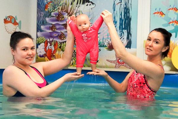 Ольга из Ульяновска проходит курсы подготовки инстркуторов детского плавания